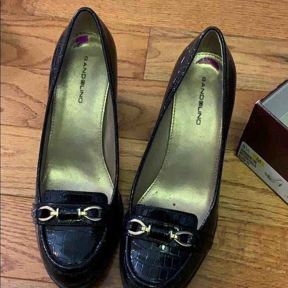 Bandolino Shoes - Bandolino black pumps with gold clasp